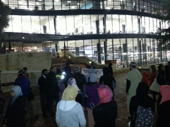 Members of NZ's Mulsim community rally in Wellington for Palestinian prisoners