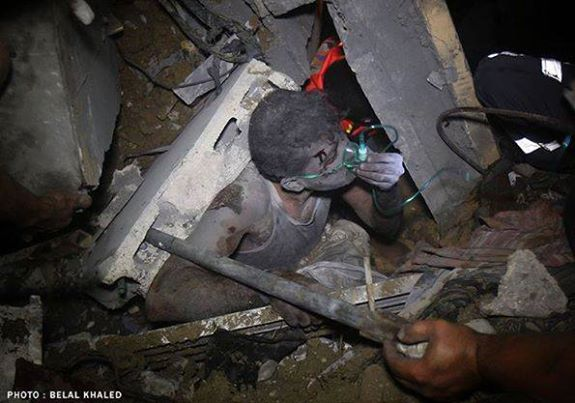 Boy trapped in rubble, Gaza