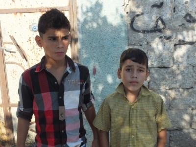 Brothers Montasr (left) and Younis Khamis Bakr (400 x300)